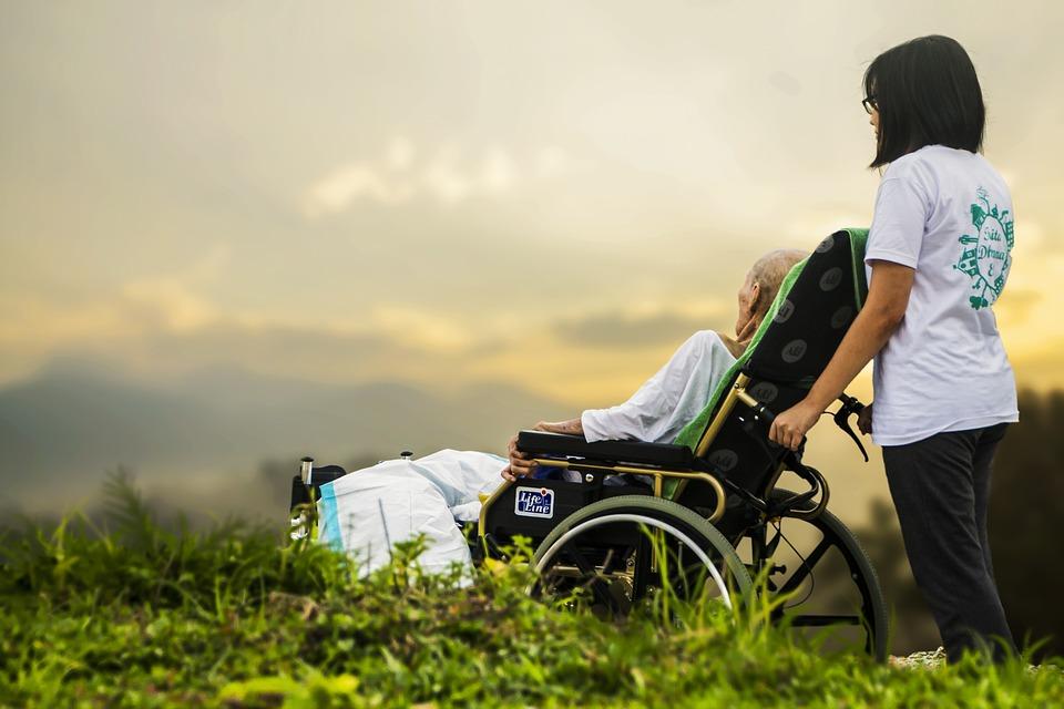 Senyvo amžiaus asmenų su negalia priežiūra   Pixabay nuotr.