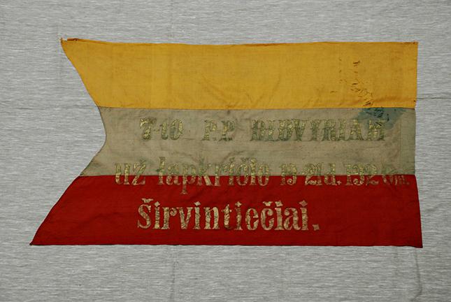 7-ojo pėstininkų pulko didvyriams dovanota vėliava už 1920 m. lapkričio 19–21 d. pergalę Širvintų kautynėse. Iš Vytauto Didžiojo karo muziejaus fondų VDKM E-6221 | Vytauto Didžiojo karo muziejaus nuotr.