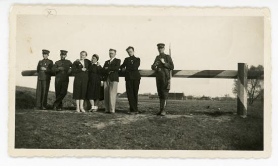 Kraujaleidžių kaimo demarkacijos linijos užkardas. 1937 m. Iš Molėtų krašto muziejaus fondų | Molėtų krašto muziejaus nuotr.