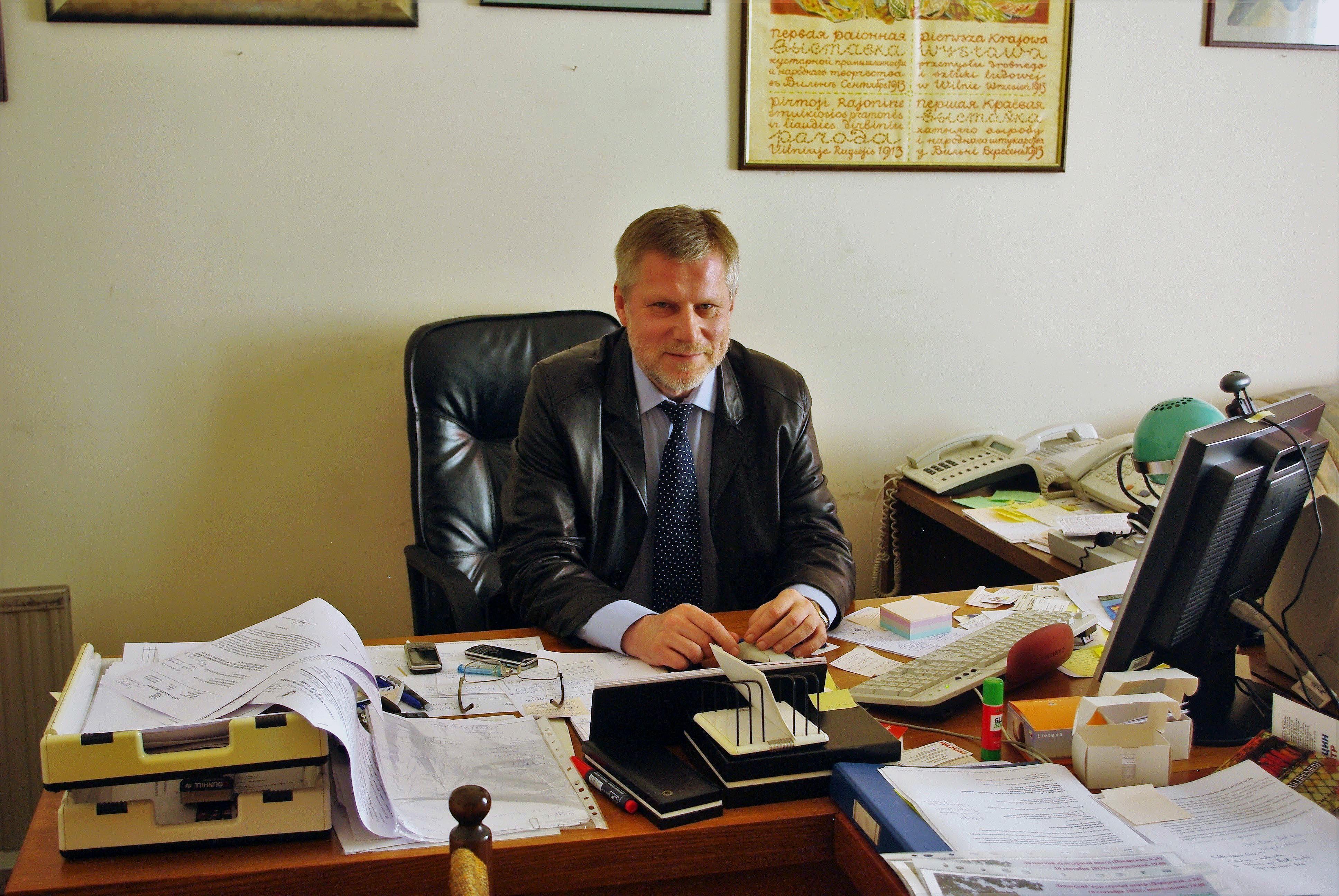 Faustas Latėnas – Lietuvos kultūros ataše, 2012 m. rugpjūčio 29 d. Maskvoje J.Baltrušaičio namuose savo darbo kambaryje | Alkas.lt, J. Vaiškūno nuotr.