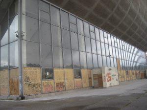 Ne pirmą dešimtmetį riogso nušiurę ir nebenaudojami Vilniaus koncertų ir sporto rūmai | P.S. Krivicko nuotr.