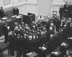 Išskirtiniuose 1936 m. kino kadruose – ketvirtojo Lietuvos Respublikos Seimo priesaika | archyvai.lt nuotr.