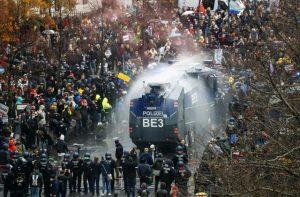 Vaikomi protestuotojai | DW nuotr.
