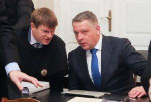 """""""MG Baltic"""" byla: Eligijus Masiulis (deš.) ir jo advokatas Mindaugas Bliuvas   Dainiaus Labučio nuotr."""