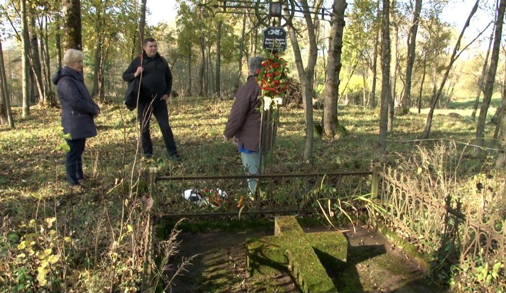 Aptvertas kapas Šventakalnio papėdėje | punskas.pl nuotr.