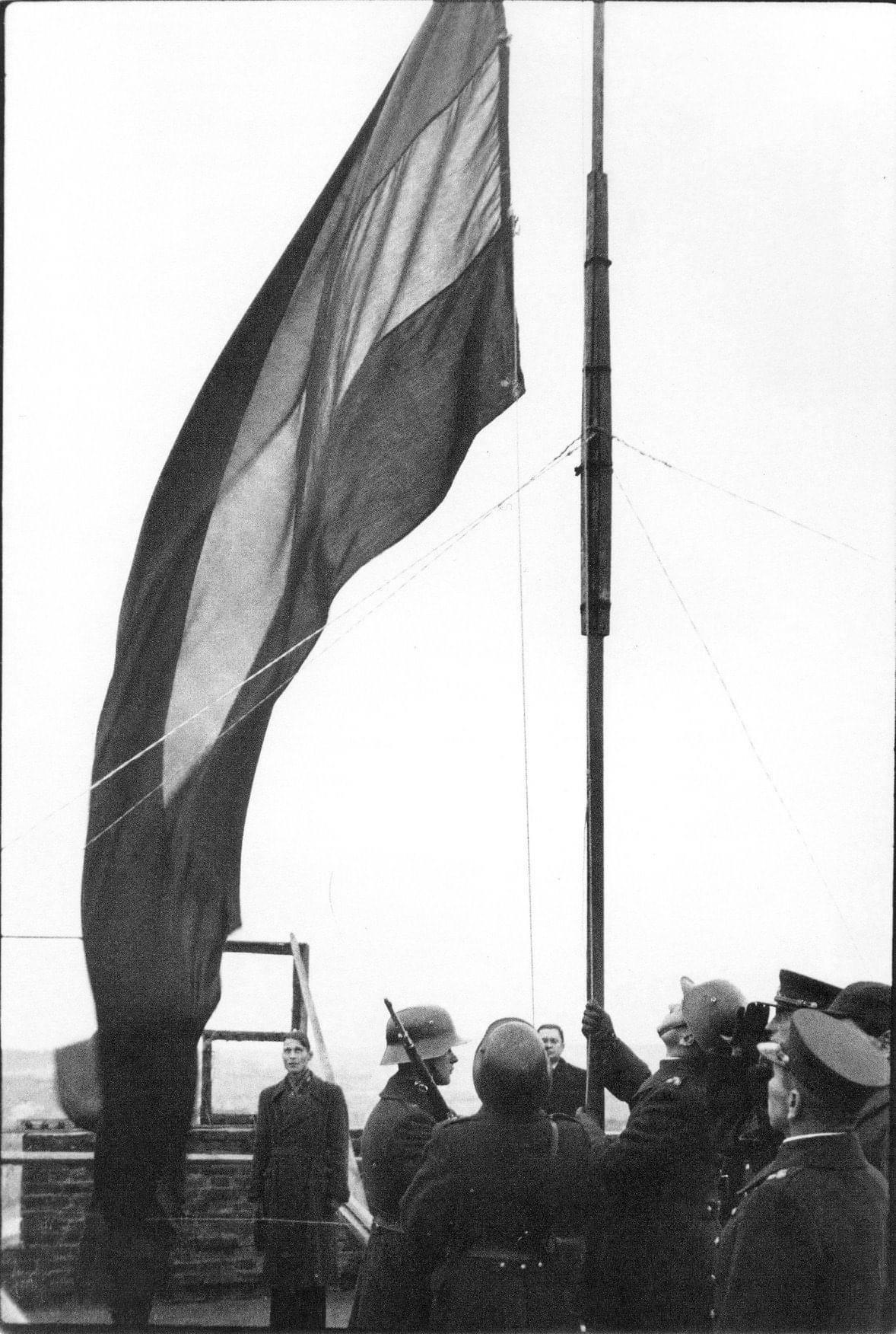 Lietuviškos trispalvės vėliavos iškėlimo iškilmės. 1939 m. spalio 29 d.   Archyvinė nuotr.