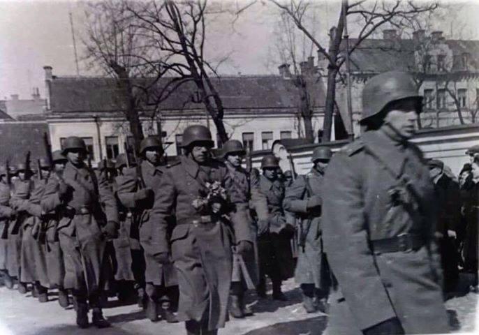 Lietuvos Vietinės rinktinės kariai įžengia į Vilnių. 1944 m. balandžio 1 d.   Archyvinė nuotr.