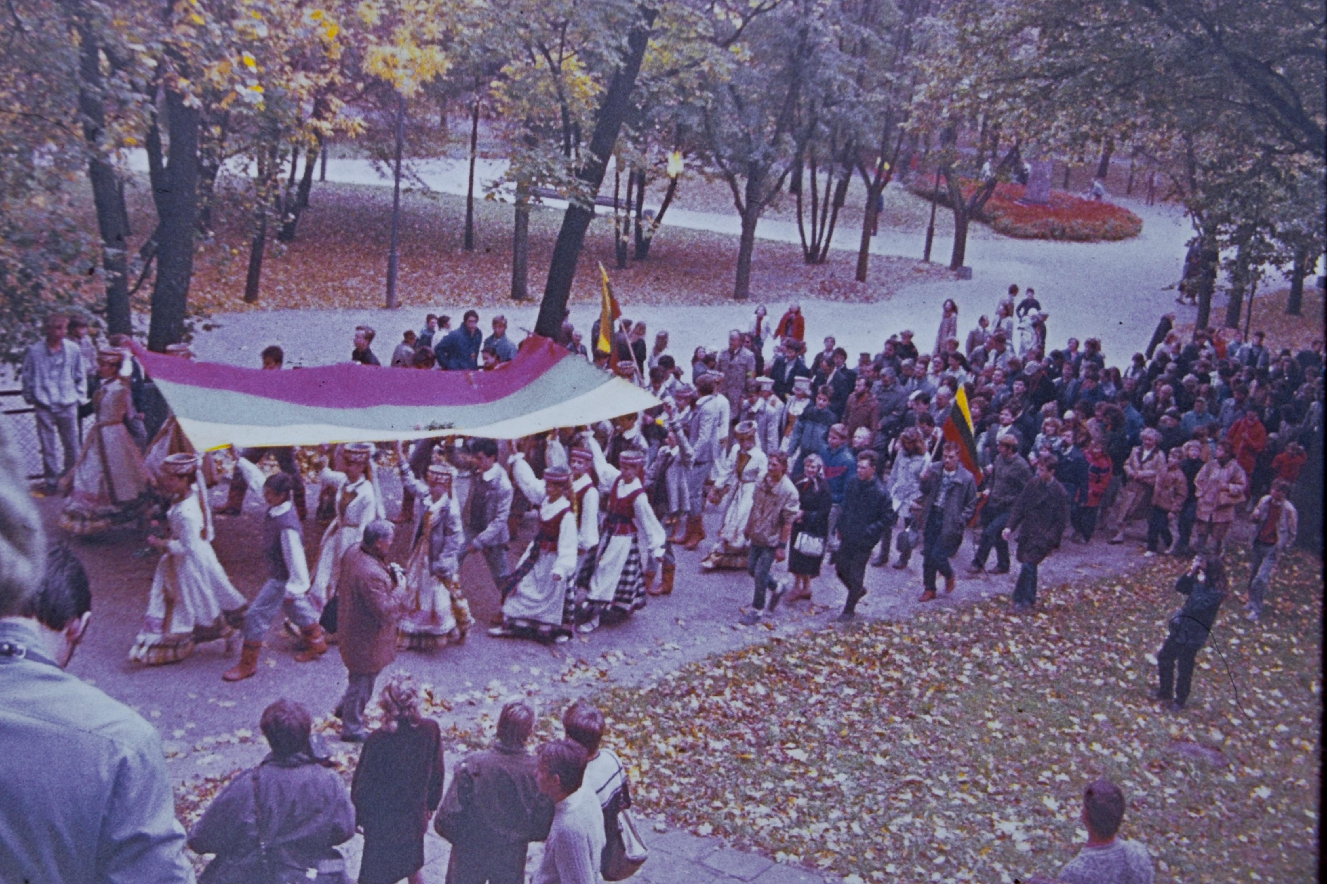 Lietuviškos trispalvės iškėlimo Gedimino pilies bokšte iškilmės. 1988 m. spalio 7 d. | A. Lekevičiaus nuotr.