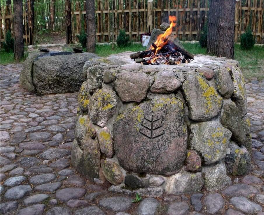 Aukuras prūsų-jotvingių gyvenvietėje Ožkiniuose, Lenkijoje | R. Pakerio nuotr.