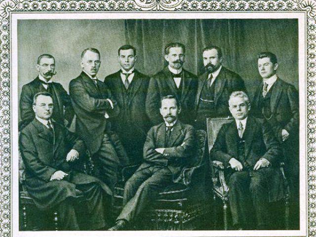 Dr. Vilius Gaigalaitis (stovi ketvirtas iš kairės) tarp Lietuvos valstybės ir visuomenės veikėjų Berlyne, 1918 m. spalio 24 d. | mokslolietuva.lt nuotr.