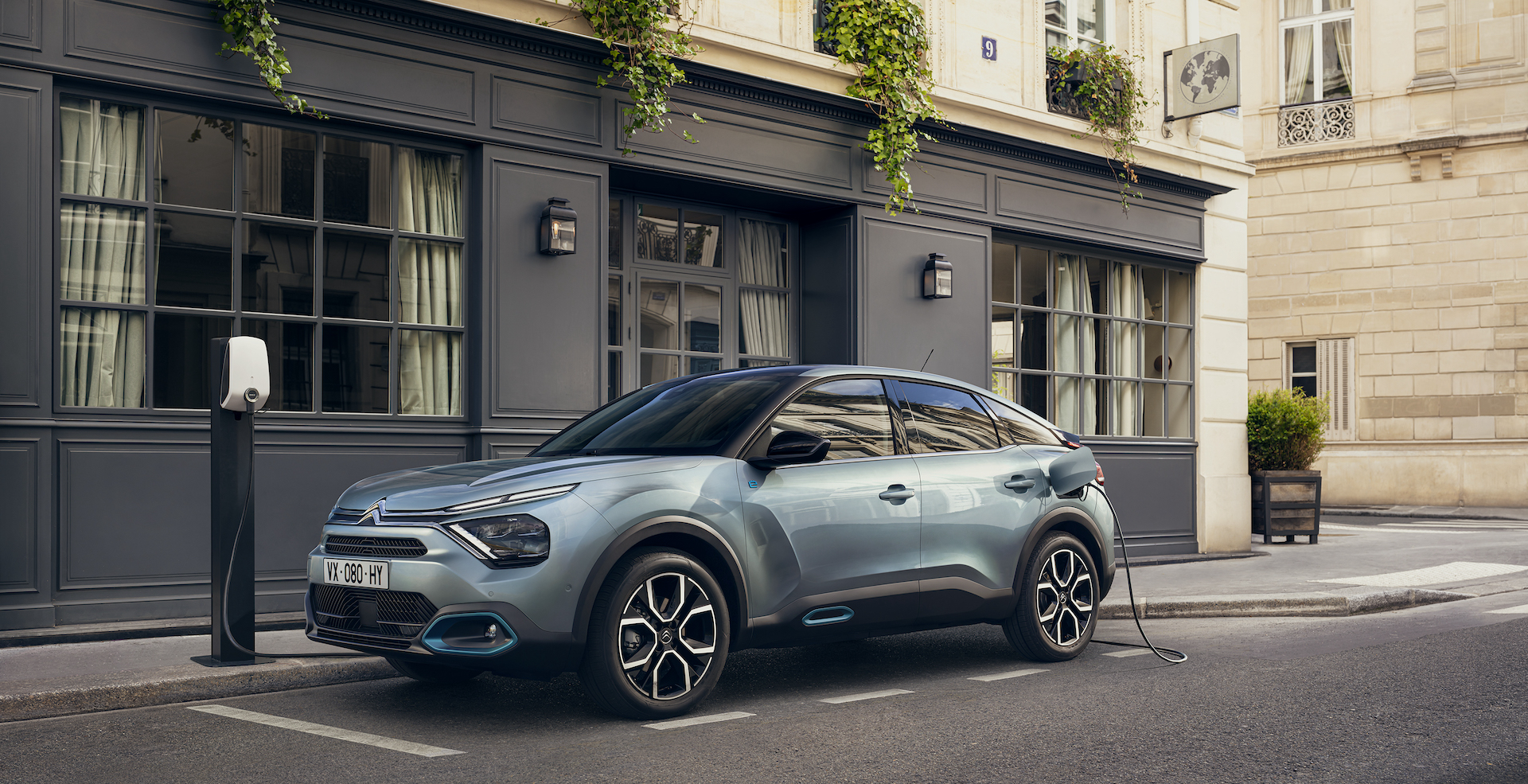 """Citroën"" elektromobilis – kompaktinės klasės ""ë-C4"" modelis   V. Krozas (W. Crozes), Continental Productions nuotr."