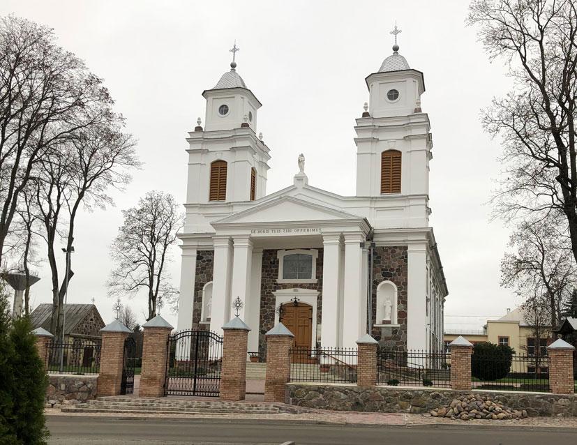 Lazdijų Šv. Onos bažnyčia, kurią konsekravo Seinų vyskupas, lietuvių poetas Antanas Baranauskas | punskas.pl nuotr.