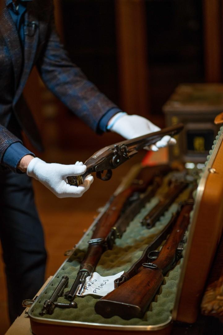 Lietuvą metų pabaigoje pasiekė neeilinis krovinys – Lietuvos nacionaliniam muziejui skirta unikali ginkluotės, karinės aprangos ir archyvinių dokumentų kolekcija | S. Samsono nuotr.