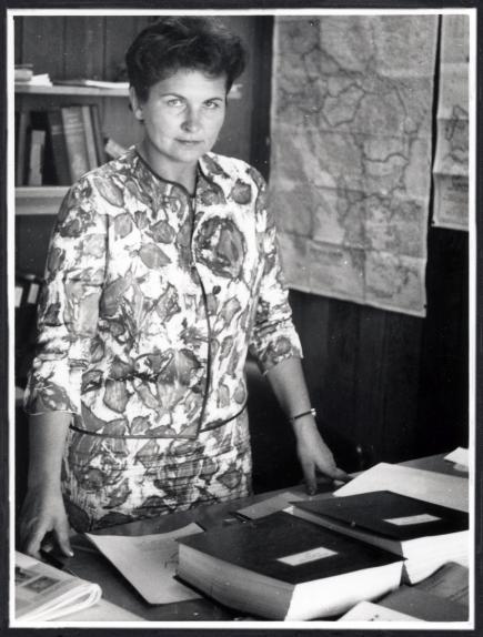Marija Gimbutienė prie darbo stalo Stanfordo universitete, 1961 m. | VU biblioteka, J. Gimbuto nuotr.