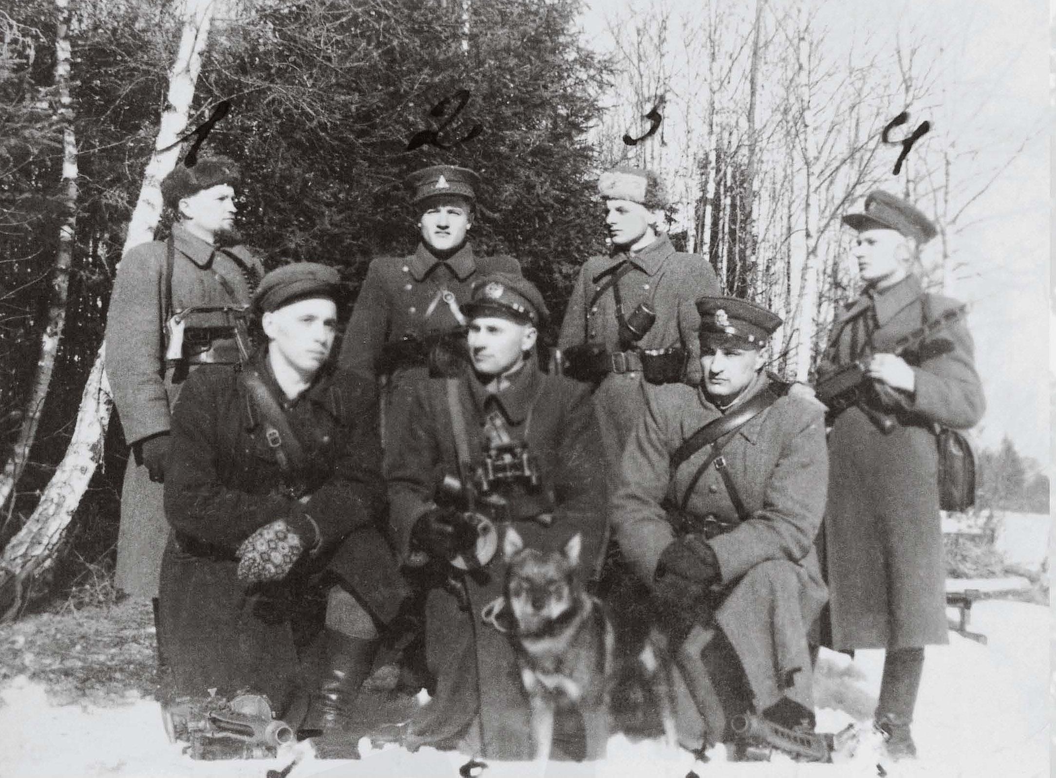 Vytautas Miškinis-Viesulas (stovi trečias iš kairės)   LYA fondų nuotr.