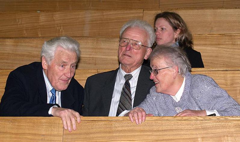 Kęstutis Makariūnas su žmona Egle ir studijų draugu astrofiziku prof. Algimantu Ažusieniu (1930–2021) (pirmas iš kairės) ir astrofizike dr. Romualda Lazauskaite 2007 m. | mokslolietuva.lt nuotr.