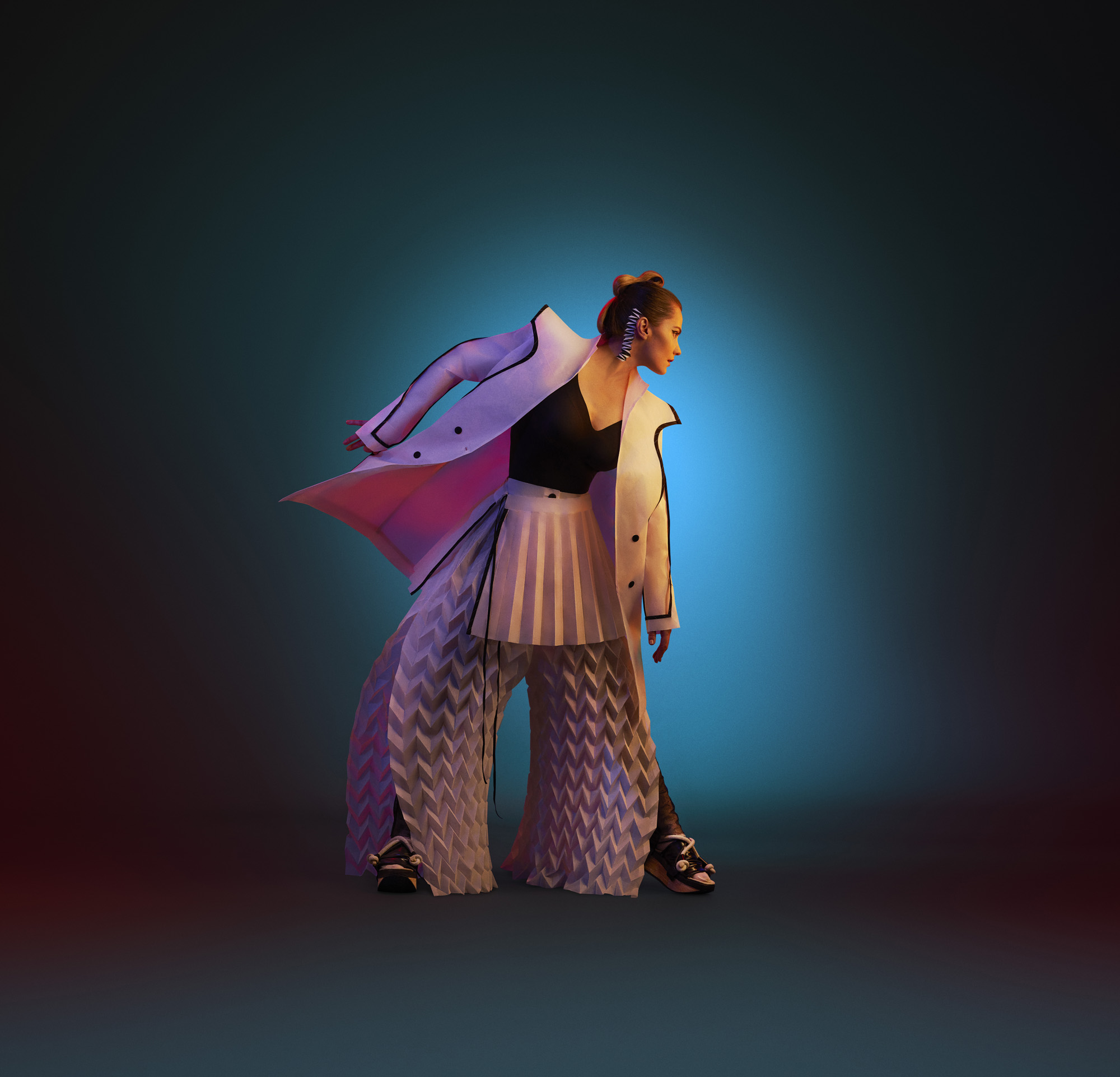 Jurgos Šeduikytės aprangos įvaizdis – tai prekės ženklo 'Between lab' kūrėjų darbas, įkvėptas apsilankymo Kazio Varnelio namuose. | O. Točickaja, OKTO Photography nuotr,