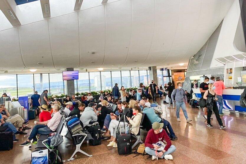Lėktuvo keliaiviai Minsko oro uoste | skaitytojo nuotr.