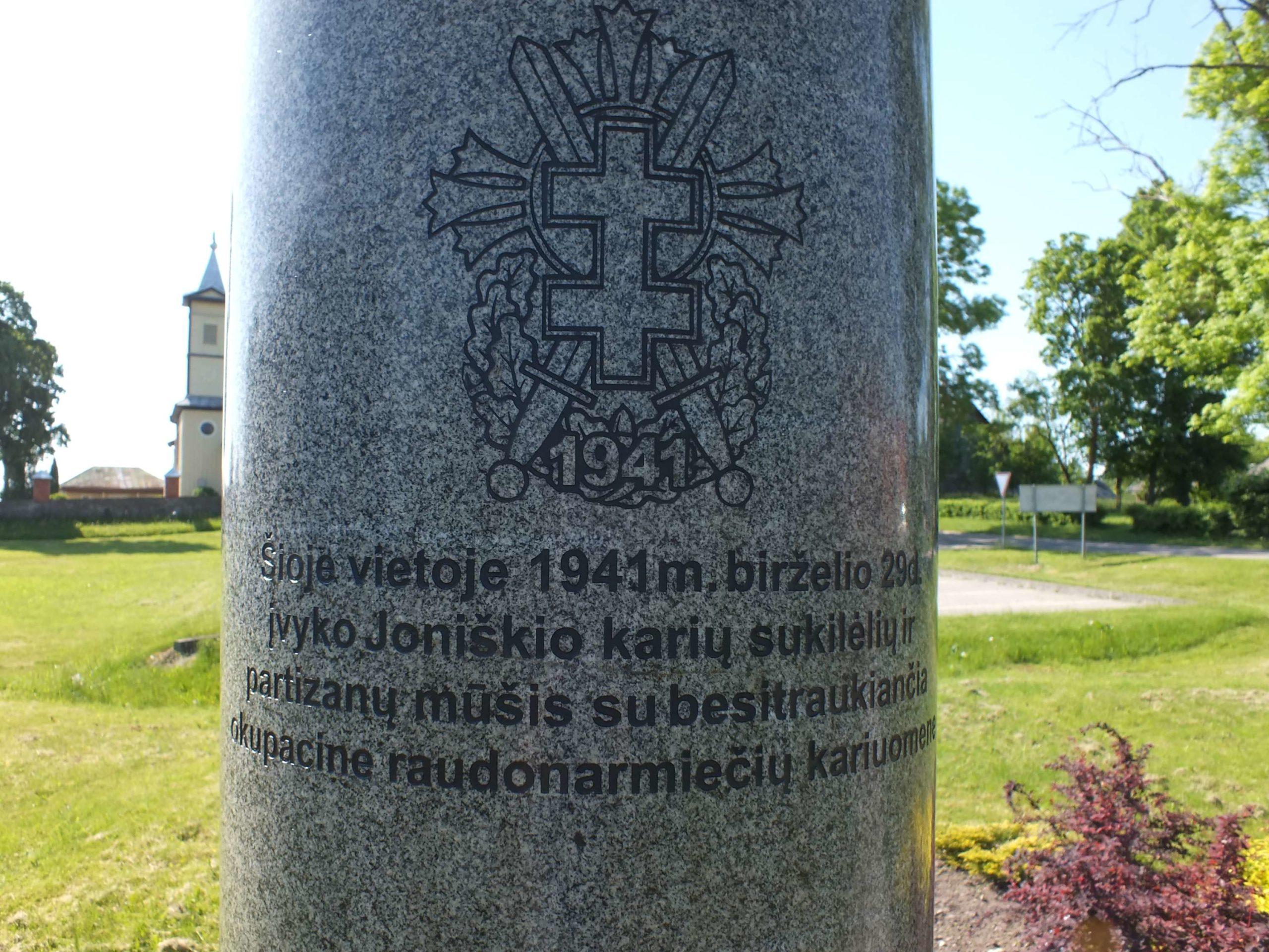 1941 m. sukilėlių karių, partizanų kautynių su raudonarmiečiais vieta ir ženklas, Joniškio mstl. , 2021 m.   V. Striužo nuotr.