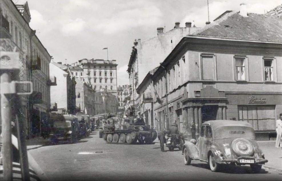 J. Basanavičiaus, Pylimo ir Trakų gatvių sankryža 1941 m. birželio 24-25 d. | S. Gorodeckio skaitmeninio archyvo nuotr.