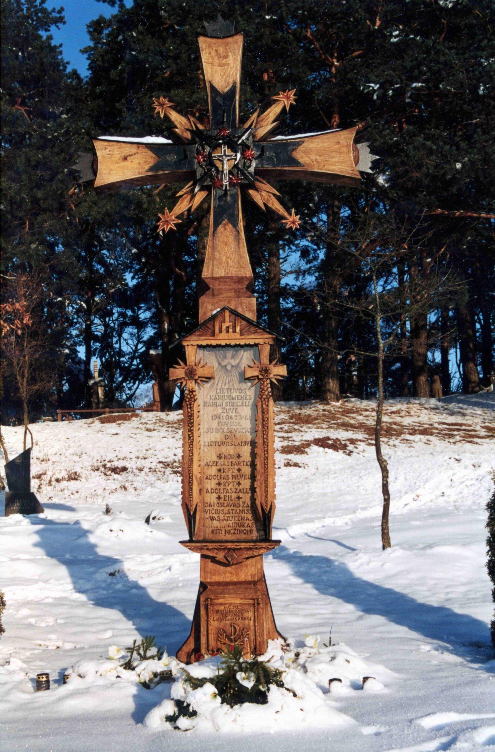 Kryžius kariams sukilėliams, Švenčionių kapinės, 2001 m.   V. Striužo nuotr.