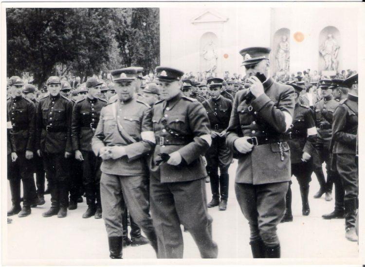 Lietuvių karių rikiuotė Katedros aikštėje 1941 m. birželio 28 d. | P. Stankero asm. archyvas