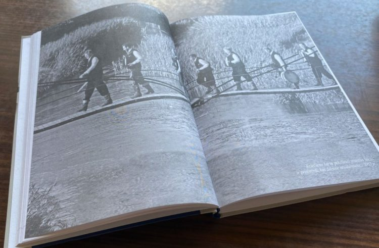"""V. Svitojaus knyga """"Kas dainose neišdainuota…""""   punskas.pl nuotr."""