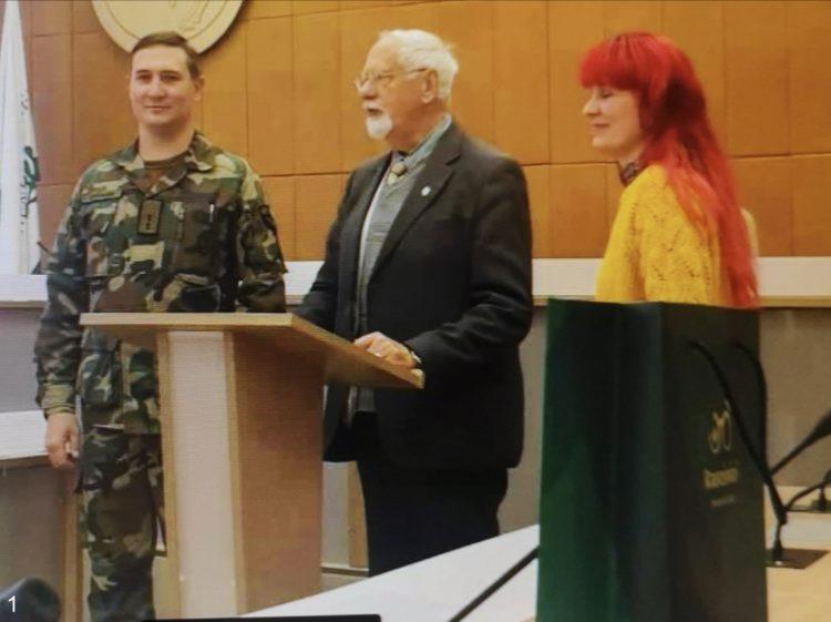 Ekskursijos vadovas pristato Raseinių savivaldybės merui atvykusius svečius | A. Baronienės ir A. Grigaitienės nuotr.