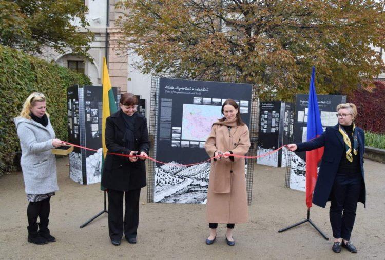 "Čekijos Parlamento Senate atidaryta paroda ""Po svetimu dangum"" | urm.lt nuotr."
